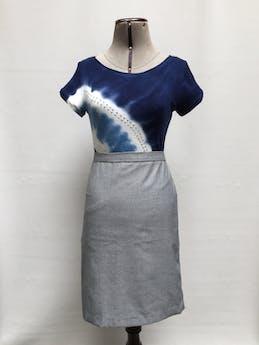 Polo I-N-C International Concepts con estampado tie dye en tono azul, blanco y celeste, aplicaciones de strass Precio Original S/. 180 Talla S foto 1